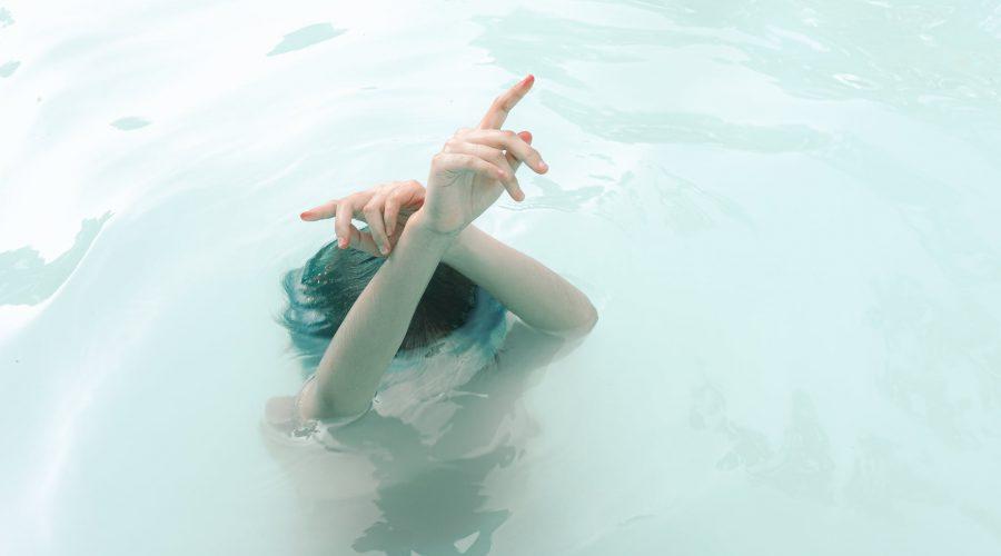 Afslapning i pool